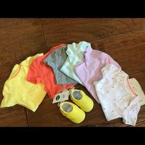 NWOT/SWEET 6 baby girl onesies and moccasins 💛